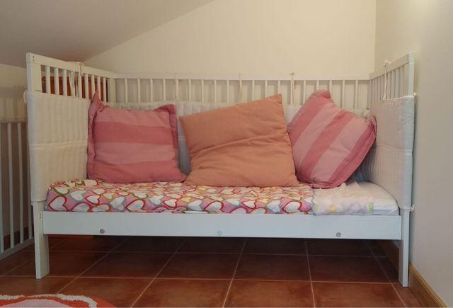 Cuna grande Ikea +colchón +cambiador +Chichonera