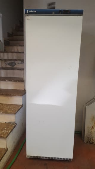 congelador vertical seminuevo