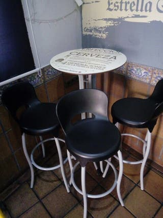 vendo juego de sillas y mesas alta