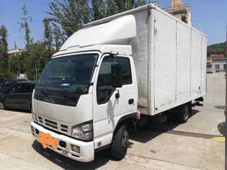 Camión carrozado 3500 kg Isuzu NPR 2008