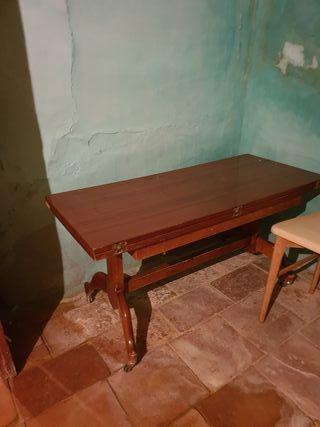 Mesa cigarrera antigua