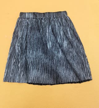 139c7d754 Falda negra plisada de segunda mano en Madrid en WALLAPOP