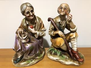 Figuras de Pareja de ancianos. Porcelana biscuit.