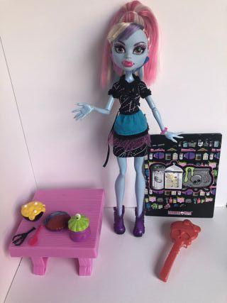 Monster High Abbey Clase de Cocina con accesorios