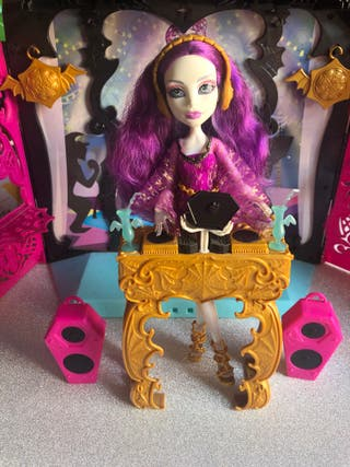 """Monster High """"13 Wishes"""" Playset Spectra."""