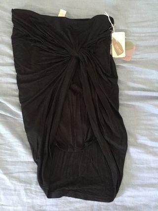 96a24f97f Falda negra tubo de segunda mano en Barcelona en WALLAPOP