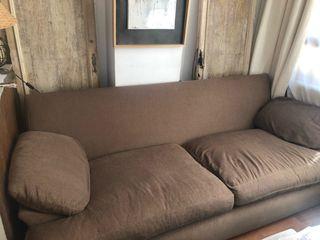 sofá marrón 2m (largo) x 76 (alto) x 94 (profundo)