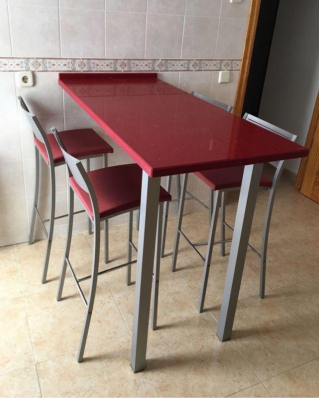Mesa/Barra de cocina y banquetas de segunda mano por 350 ...