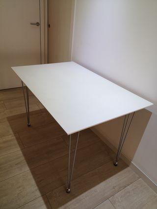 a2b86d234 Mesa despacho blanca de segunda mano en Barcelona en WALLAPOP