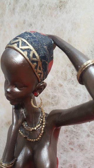 Mujer negra pintada a mano 38cm
