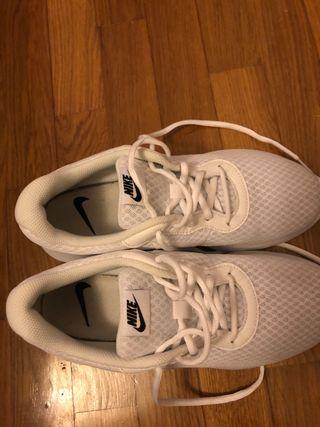Nike tanjun blancas