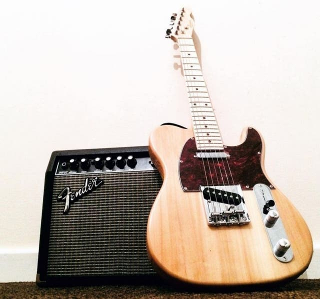 Redwood 3/4 electric guitar (No amp)