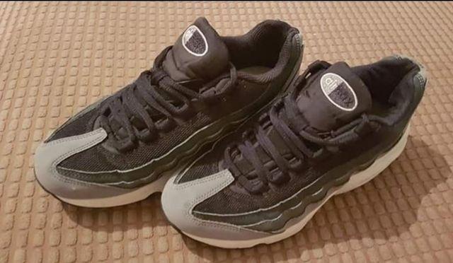 Nike/Adidas trainers -Size 5/ 5.5