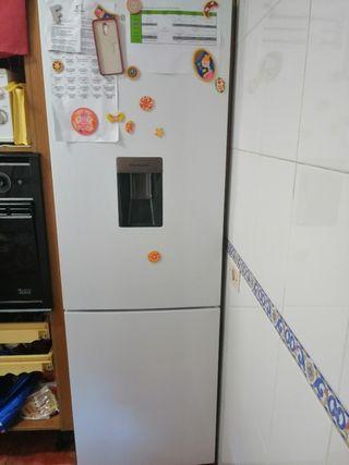 frigorífico con dispensador de agua