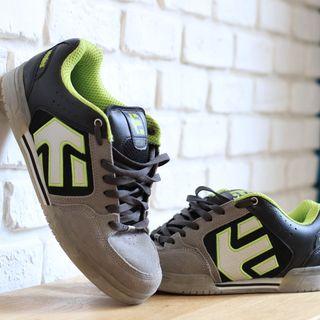 Lot 3 Skate Shoes taille 41 - Etnies-Vans-Dvs