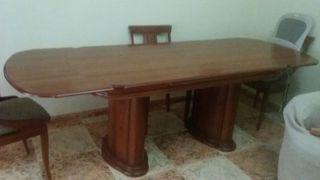 Mesa de madera con 6 sillas nuevas