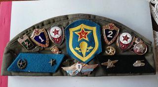 Gorro militar ruso con insignias