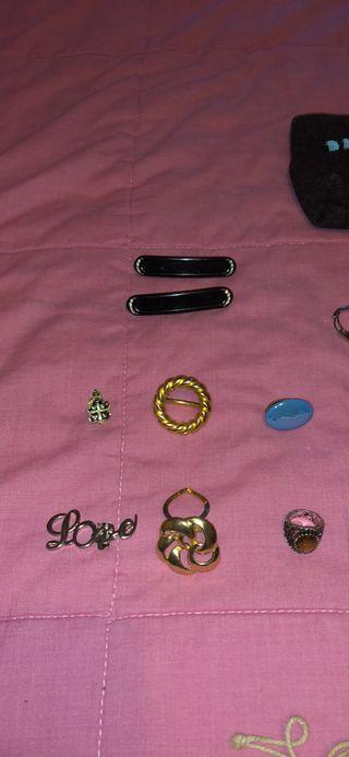 Gargantillas, pulseras, brazaletes, broches...