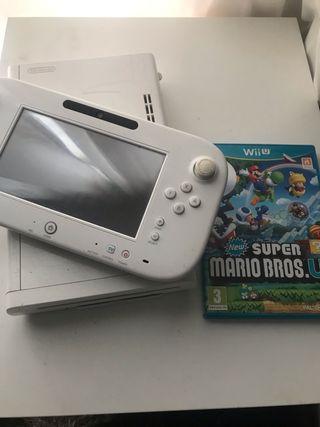 Nintendo Wii U - White - 32GB - with game