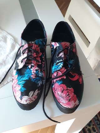zapatos de lona y plataforma.