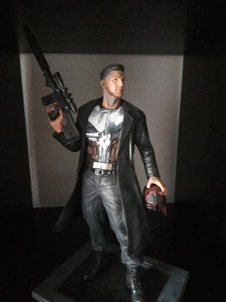 estatua punisher marvel ( figura figuras )