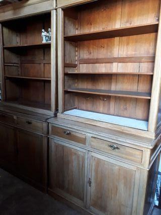 2 muebles de madera rústicos