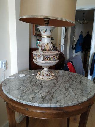 Espléndida mesa auxiliar redonda de mármol