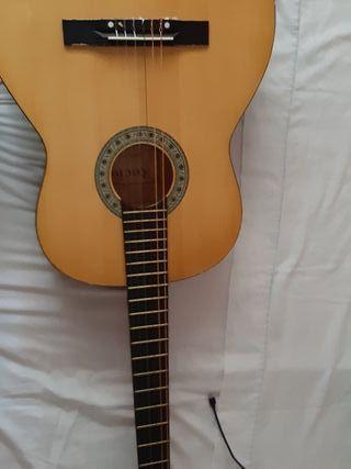 guitarra española clásica nueva y con funda