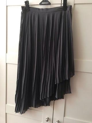 c4f8818ab Falda Zara plisada de segunda mano en Barcelona en WALLAPOP