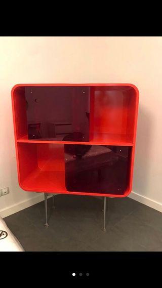 Mueble madera lacado en Rojo