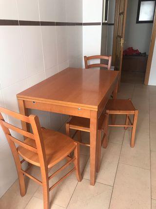 Mesa de cocina con 2 sillas y 2 banquetas