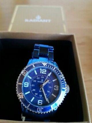 Reloj azul eléctrico nuevo