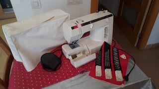 Máquina de coser eléctrica Elna 2006