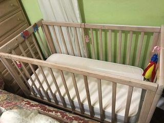 cuna de bebé, madera clarita