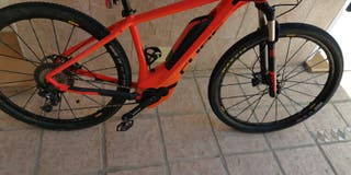 bici eléctrica Cube talla M,