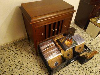 Gramófono con 390 discos 78rpm