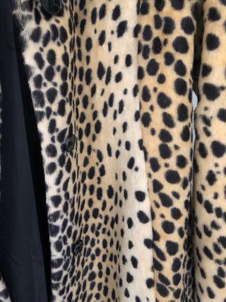 Abrigo leopardo Zara de segunda mano por 25 € en Bilbao en