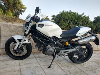 Ducati Monster 696 ABS +