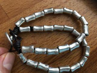 Uno de 50 pulsera metal y cuero