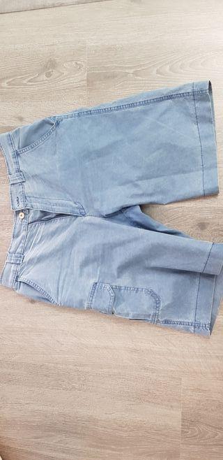 Pantalón azul marca Brotes
