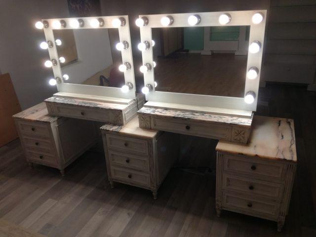 Tocador, espejos y sillón