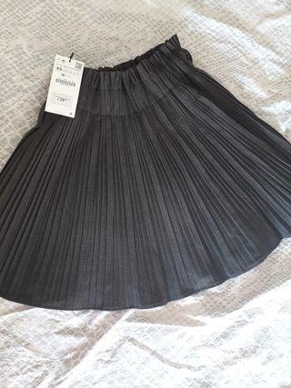 b2259a9de Falda Zara plisada de segunda mano en la provincia de Madrid en WALLAPOP