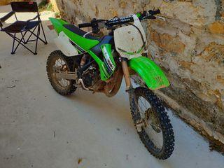 Kawasaki KX 85 II. Moto de cross, 6 marchas, 2 tie