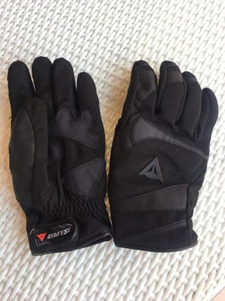 Guantes moto Dainese.