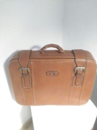 maleta piel marron