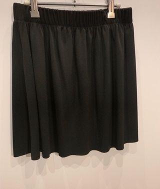 c58bf64c8 Falda negra plisada de segunda mano en la provincia de Valencia en ...