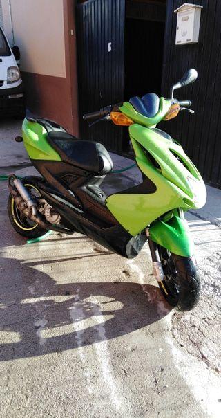 se vende Yamaha aerox