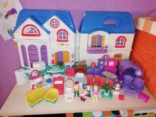 Casa de muñecas con mobiliario y complementos