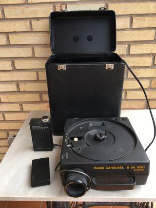 Proyector Kodak y accesorios originales (dos)