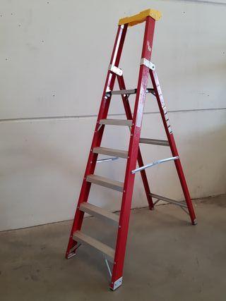 Escalera de tijera 6 peldaños ligera